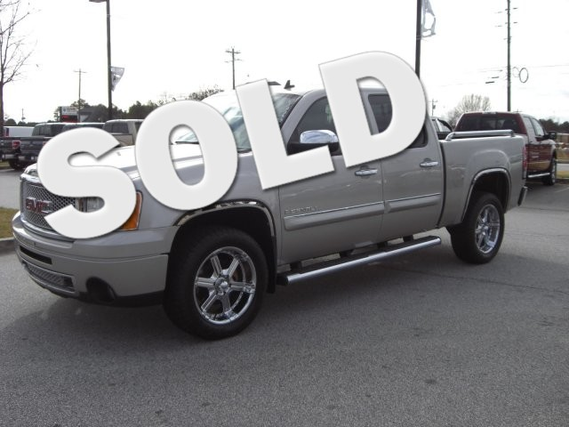 2008 GMC Sierra Denali SUPER SHARP VEHICLE CLEAN INSIDE AND OUT HARD TO FIND LOW MILES71 000