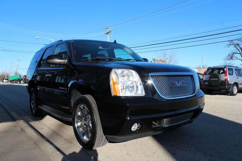 2008 GMC Yukon Denali   Lake Bluff IL  Executive Motor Carz  in Lake Bluff, IL