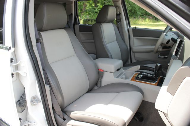 2008 Jeep Grand Cherokee Limited - Sunroof- Nav Mooresville , NC 29