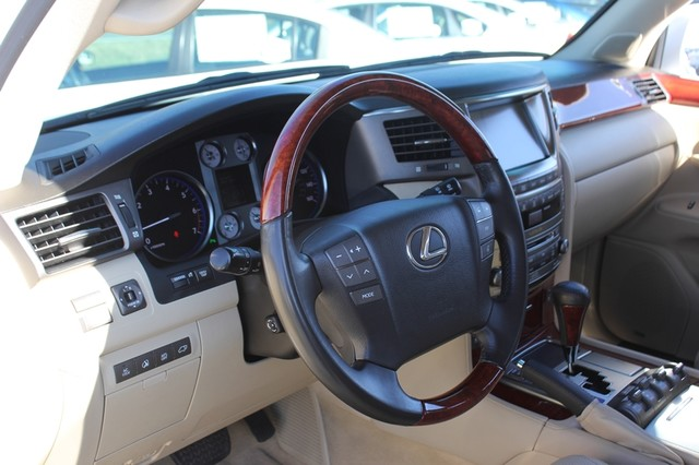 2008 Lexus LX 570 4WD - TECH PKG - REAR DVD - HEATED/COOLED LEATHER! Mooresville , NC 44