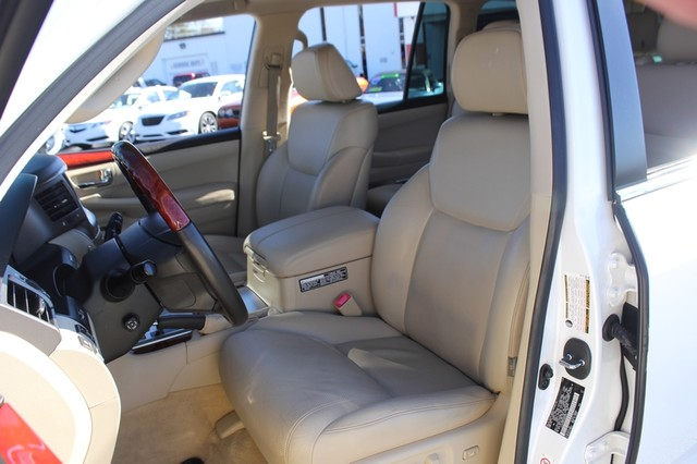 2008 Lexus LX 570 4WD - TECH PKG - REAR DVD - HEATED/COOLED LEATHER! Mooresville , NC 7