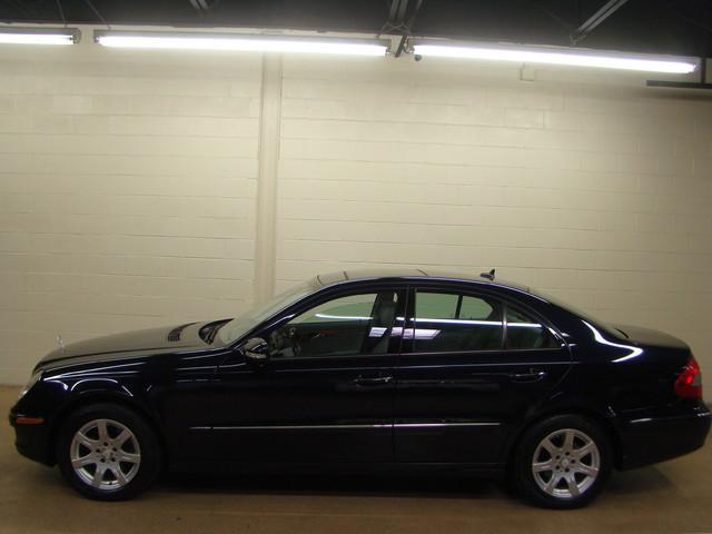 2008 Mercedes-Benz E320 3.0L Batavia, Illinois 1