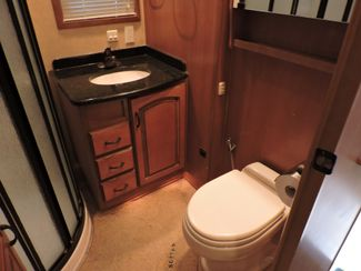 2008 Mobile Suites Elite Suite 38RL3   3 Slides Bend, Oregon 17