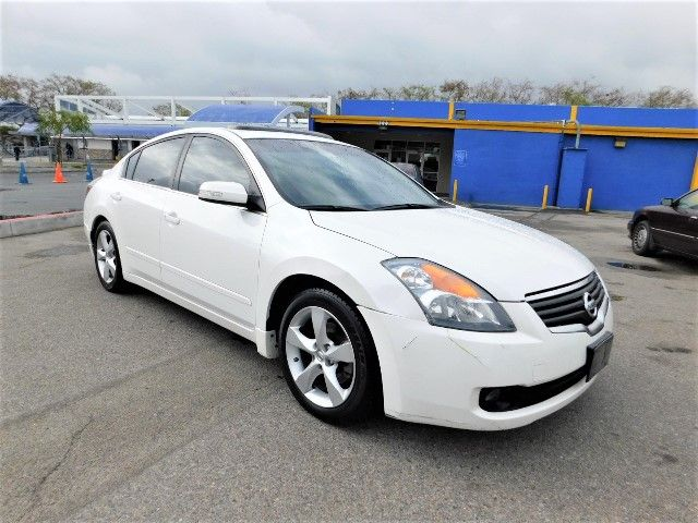 2008 Nissan Altima 35 SE Limited warranty included to assure your worry-free purchase AutoCheck