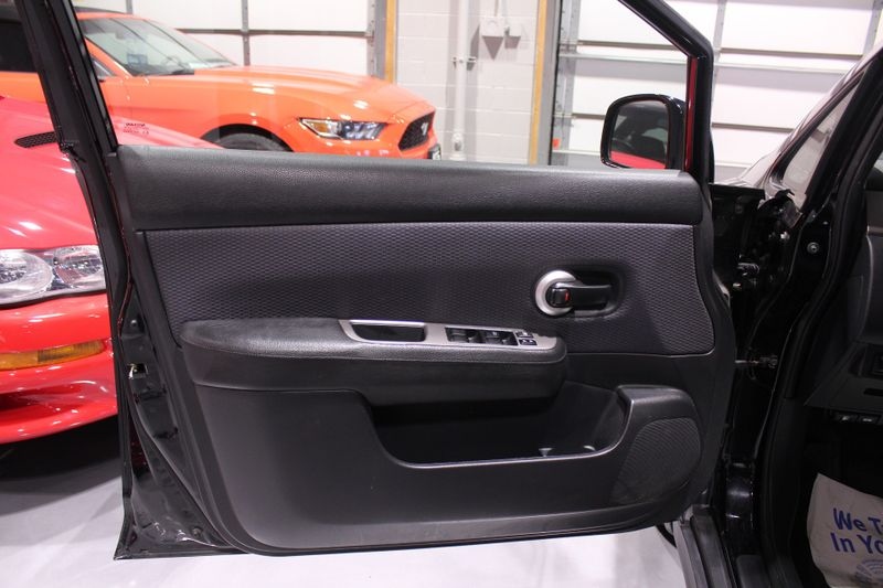 2008 Nissan Versa 18 SL  Lake Forest IL  Executive Motor Carz  in Lake Forest, IL