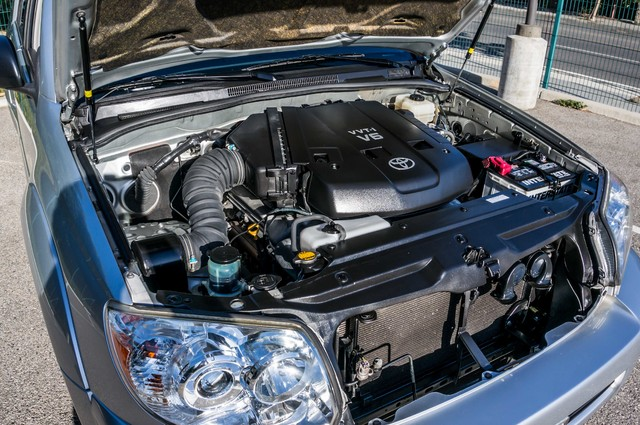2008 Toyota 4Runner SR5 - AUTO - 46K MILES - TOW PKG - SUNROOF Reseda, CA 34