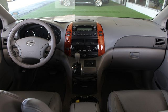 2008 Toyota Sienna XLE - REAR DVD - SUNROOF - HEATED LEATHER! Mooresville , NC 32