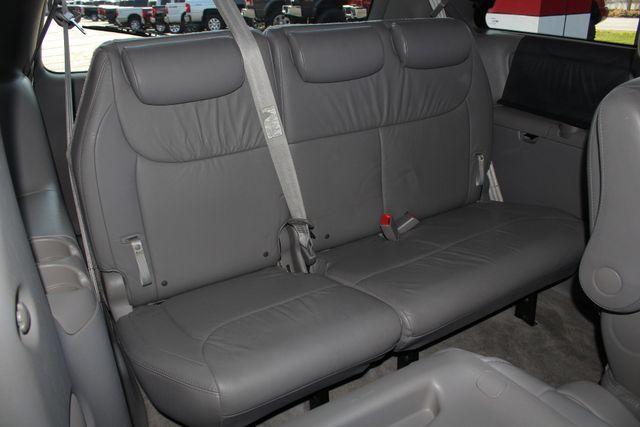 2008 Toyota Sienna XLE - REAR DVD - SUNROOF - HEATED LEATHER! Mooresville , NC 42