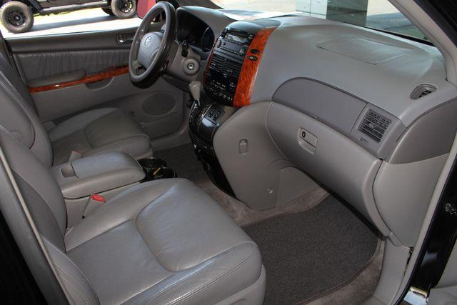 2008 Toyota Sienna XLE - REAR DVD - SUNROOF - HEATED LEATHER! Mooresville , NC 34