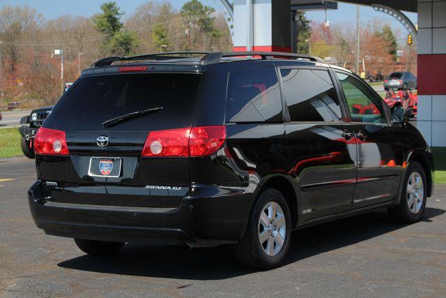 2008 Toyota Sienna XLE - REAR DVD - SUNROOF - HEATED LEATHER! Mooresville , NC 25