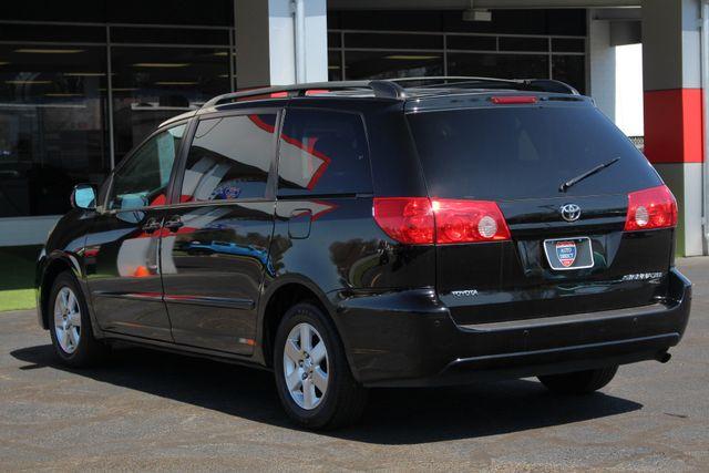 2008 Toyota Sienna XLE - REAR DVD - SUNROOF - HEATED LEATHER! Mooresville , NC 26