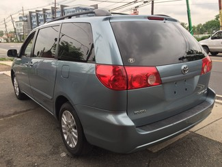 2008 Toyota Sienna XLE  AWD   One Owner Clean Carfax New Brunswick, New Jersey 5