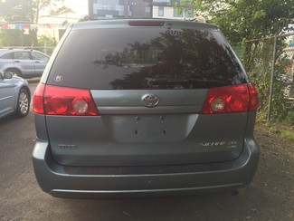 2008 Toyota Sienna XLE  AWD   One Owner Clean Carfax New Brunswick, New Jersey 7