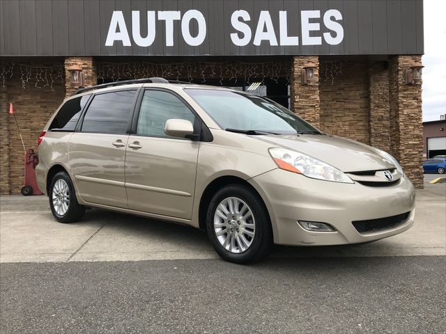 2008 Toyota Sienna XLE Clean CARFAX Gold 2008 Toyota Sienna XLE FWD 5-Speed Automatic with Overdr