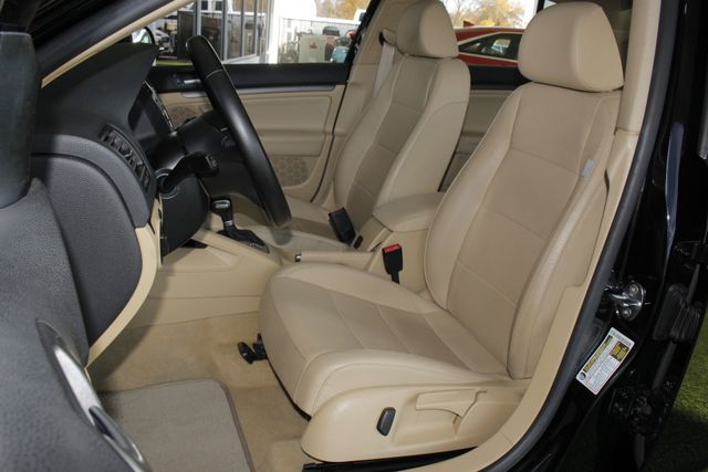 2008 Volkswagen Jetta SEL - SUNROOF - HEATED LEATHER! Mooresville , NC 7