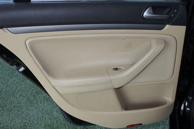 2008 Volkswagen Jetta SEL - SUNROOF - HEATED LEATHER! Mooresville , NC 37