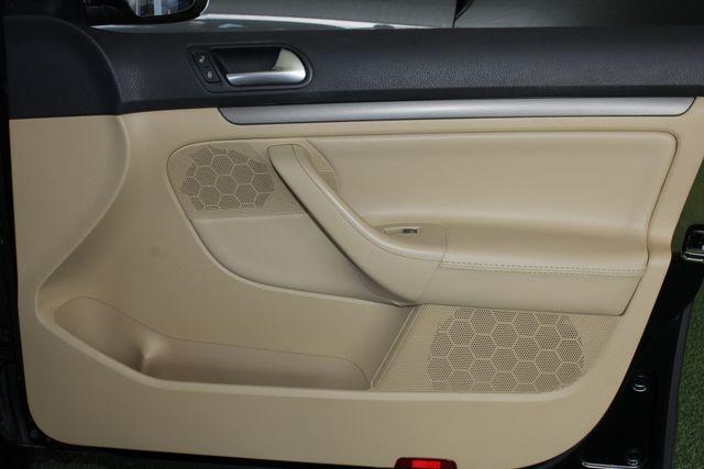 2008 Volkswagen Jetta SEL - SUNROOF - HEATED LEATHER! Mooresville , NC 36
