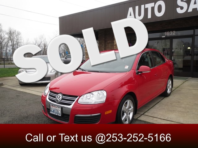 2008 Volkswagen Jetta SE Heres a fun-to-drive car with tons of features sporty looks great MPG