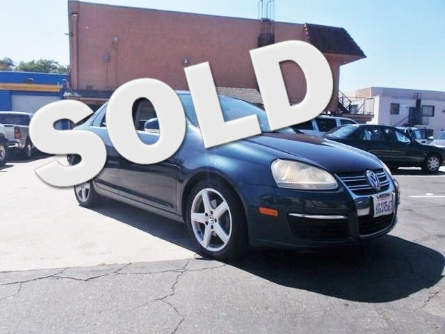2008 Volkswagen Jetta SE Limited warranty included to assure your worry-free purchase AutoCheck r