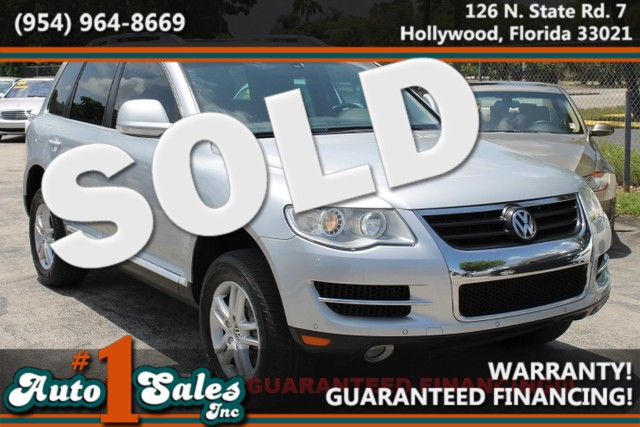 2008 Volkswagen Touareg 2 V6  WARRANTY CARFAX CERTIFIED AUTOCHECK CERTIFIED 3 OWNERS 8 SERV