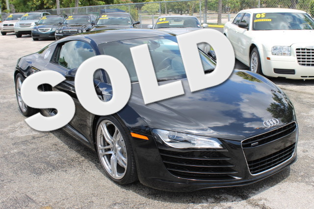 2009 Audi R8 42L  1 OWNER  ALL WHEEL DRIVE 420HP FLORIDA VEHICLE  The 2009 Audi R8 has