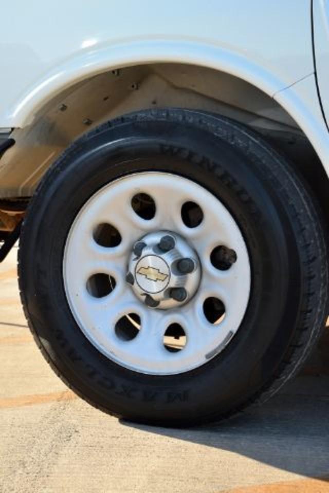 2009 Chevrolet Express Cargo Van 1500 Cargo San Antonio , Texas 17