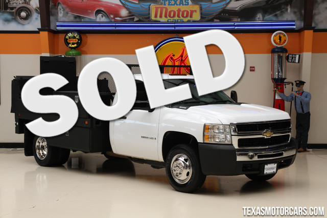 2009 Chevrolet Silverado 3500HD WT This 2009 Chevrolet Silverado 3500HD has been fitted with a fla