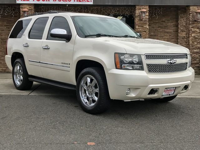 2009 Chevrolet Tahoe LTZ White Diamond Clearcoat 2009 Chevrolet Tahoe LTZ 4WD 6-Speed Automatic El