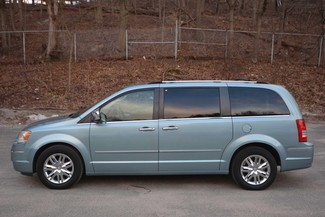 2009 Chrysler Town & Country Limited Naugatuck, Connecticut 1