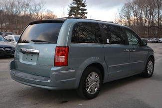 2009 Chrysler Town & Country Limited Naugatuck, Connecticut 4