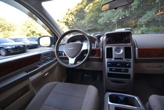 2009 Chrysler Town & Country Touring Naugatuck, Connecticut 14