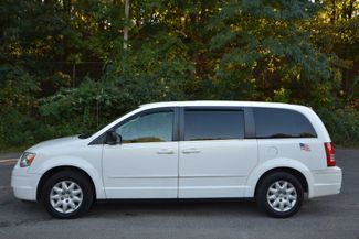 2009 Chrysler Town & Country LX Naugatuck, Connecticut 1
