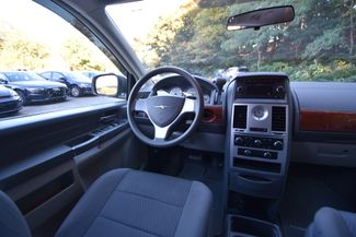 2009 Chrysler Town & Country LX Naugatuck, Connecticut 13