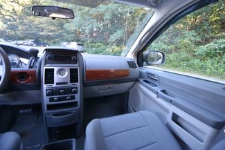 2009 Chrysler Town & Country LX Naugatuck, Connecticut 15