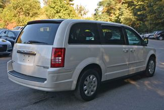 2009 Chrysler Town & Country LX Naugatuck, Connecticut 3