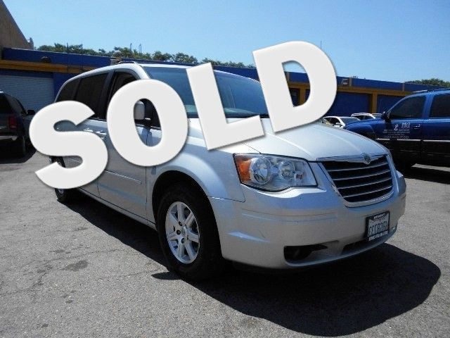 2009 Chrysler Town  Country Touring Limited warranty included to assure your worry-free purchase