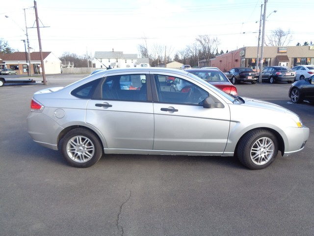 2009 Ford Focus SE  city NY  Barrys Auto Center  in Brockport, NY