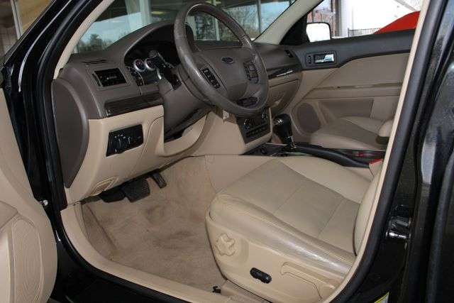 2009 Ford Fusion SEL FWD - MOON & TUNE PKG - HEATED LEATHER! Mooresville , NC 27