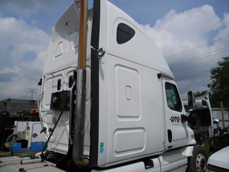 2009 Freightliner Cascadia Ravenna, MI 3