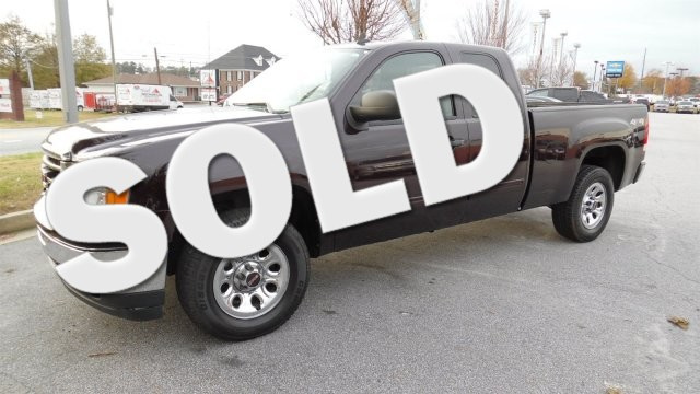 2009 GMC 4WD EXTENDED Sierra WT SUPER SHARP VEHICLE CLEAN INSIDE AND OUT WORTH THE DRIVE LOW MIL