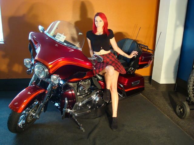 2009 Harley-Davidson Electra Glide® CVO™ Ultra Classic® Daytona Beach, FL 4