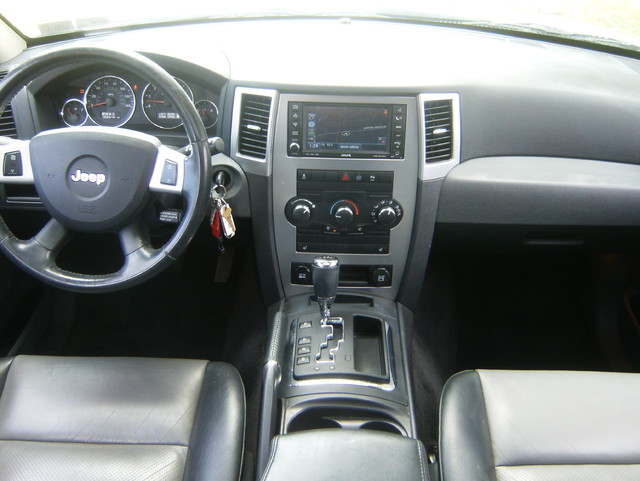 2009 Jeep Grand Cherokee Laredo 4WD Navigation West Chester, PA 7