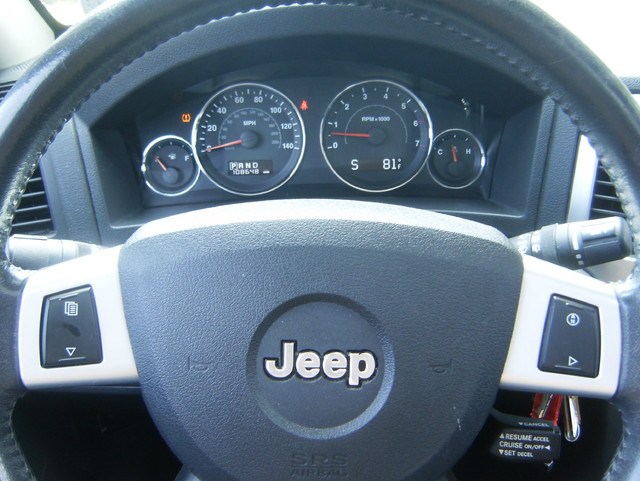 2009 Jeep Grand Cherokee Laredo 4WD Navigation West Chester, PA 17