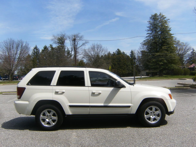 2009 Jeep Grand Cherokee Laredo 4WD Navigation West Chester, PA 1