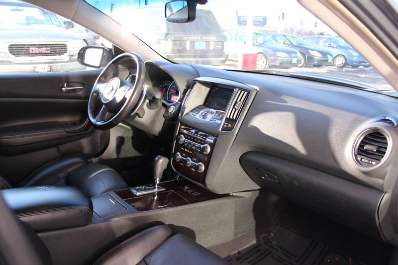 2009 Nissan Maxima 35 SV wPremium Pkg  Lake Forest IL  Executive Motor Carz  in Lake Forest, IL