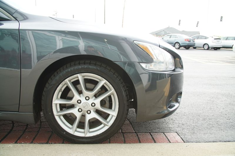 2009 Nissan Maxima 35 SV wPremium Pkg  Lake Bluff IL  Executive Motor Carz  in Lake Bluff, IL
