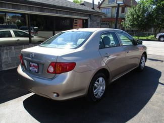 2009 Toyota Corolla LE Milwaukee, Wisconsin 3
