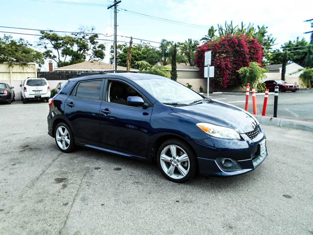 2009 Toyota Matrix S Limited warranty included to assure your worry-free purchase AutoCheck repor
