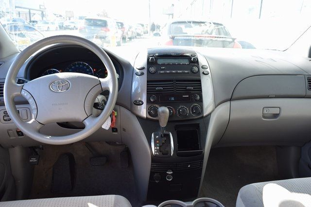 2009 Toyota Sienna LE Richmond Hill, New York 15