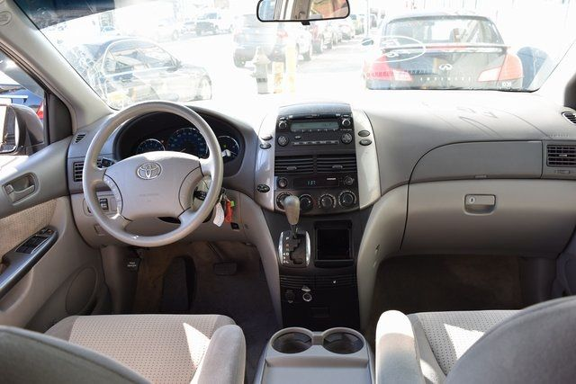 2009 Toyota Sienna LE Richmond Hill, New York 19